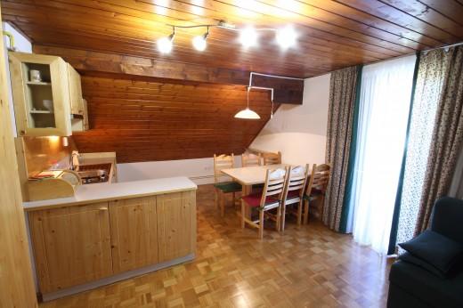 Bohinjska Bistrica - kuhinja in jedilnica